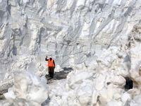 برف ده متری در اول خرداد دیدهاید؟ +تصاویر