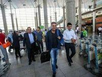 تصویری از کارلوس کیروش در حال ترک ایران