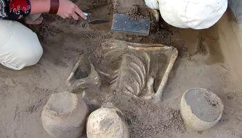 کشف آیفون 2100ساله در گورستان آتلانتیس سیبری +عکس
