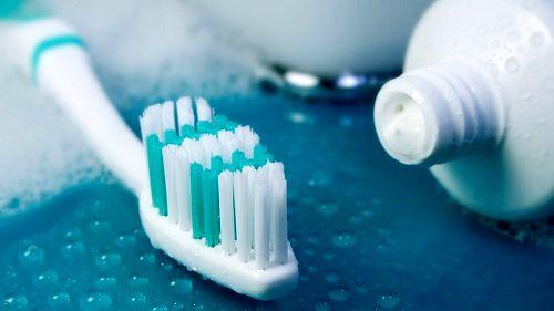 مسواک زدن و نخ دندان به پیشگیری از دیابت کمک میکند