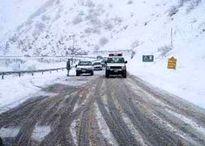 بارش برف محور یزد به شیراز را بست