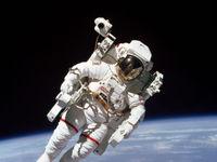 عکس فضانورد ایستگاه فضایی بینالمللی در روز جهانی سلفی