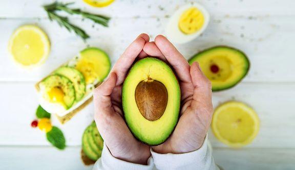 فایده مصرف روزانه آووکادو برای افراد چاق