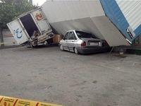 سقوط کانکس روی ۲ خودرو +تصاویر