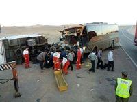 ۲۱کشته و مصدوم درتصادف اتوبوس و کامیون درگناباد