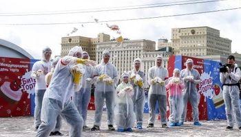 مبارزه با کیک در مسکو! +تصاویر