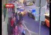 لحظه وحشتناک برخورد تاکسی با مردم در مسکو +فیلم