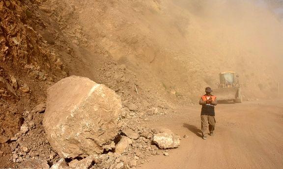 ریزش کوه جاده کرمانشاه به تازه آباد در اثر زلزله +تصاویر