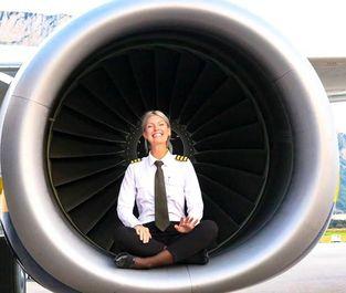خلبان زن