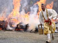 جشنواره راه رفتن روی آتش در ژاپن +تصاویر