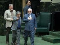 تصاویر دیدنی از حاشیه مجلس در روز حضور ظریف