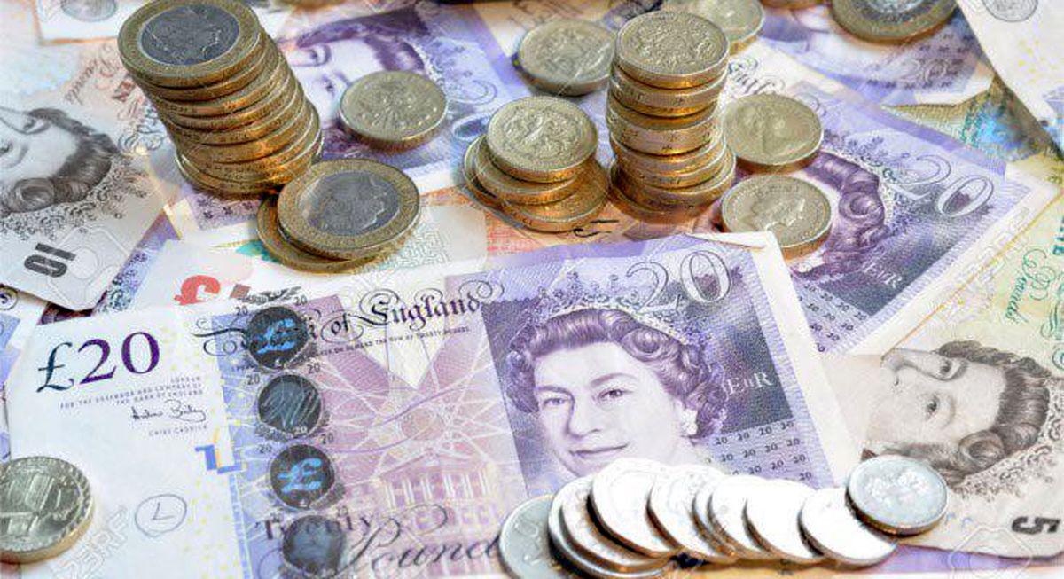 عرض اندام دلار در روز بد یورو و پوند