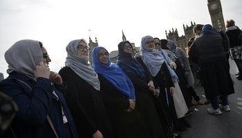 تجمع زنان مسلمان در محل حادثه تروریستی لندن +عکس