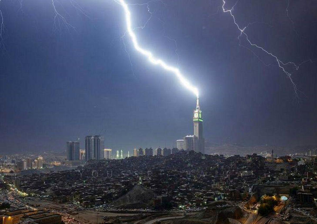 اصابت صاعقه به برج ساعت مکه +تصاویر