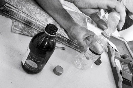 مرد معتاد از ترس ، مواد مخدر را بلعید