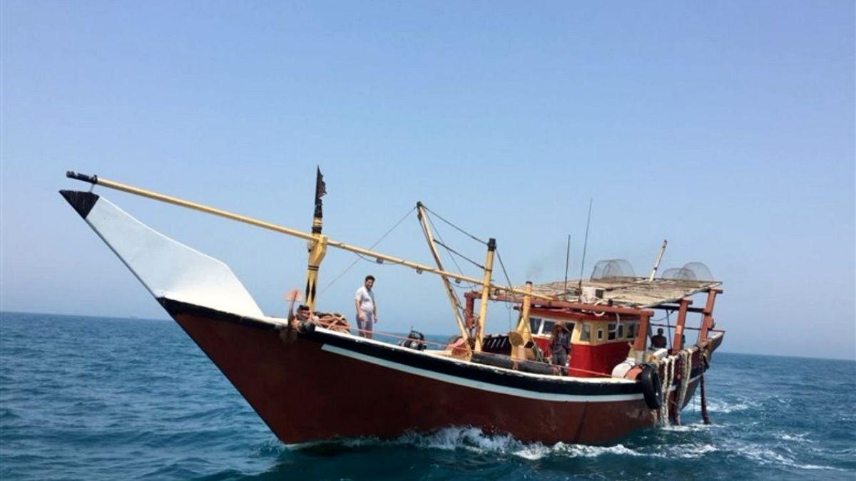 نجات سرنشینان لنج باری در آبهای هرمزگان