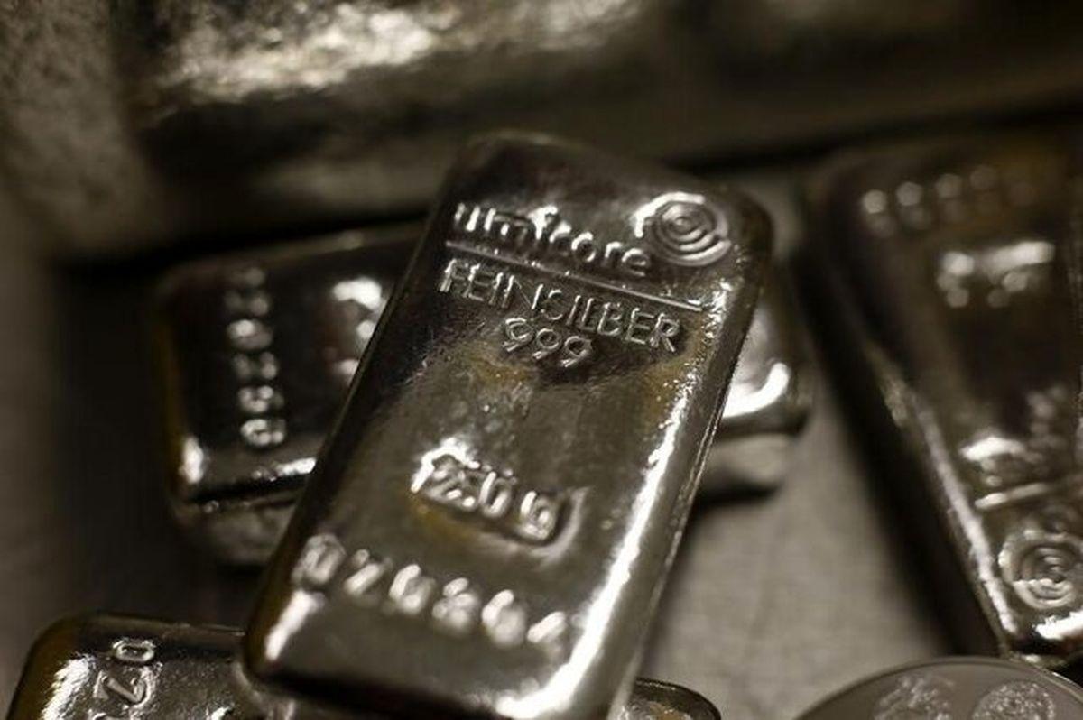 طلا از نقره سبقت میگیرد؟
