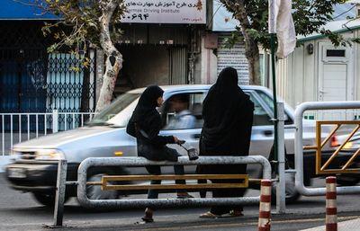 در چهارراه های تهران چه می گذرد!