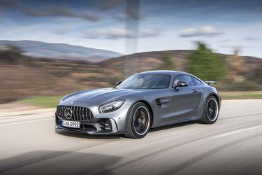 2018-Mercedes-AMG-GT-R