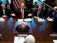 اولین نشست کابینه ترامپ در۲۰۱۹؛ نمایش پوستر ضدایرانی