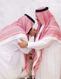 بنسلمان بهپای ولیعهد سابق سعودی افتاد!+ عکس