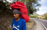 مهاجران ونزوئلا در راه کلمبیا +تصاویر