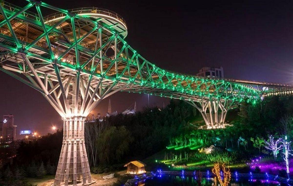 پل طبیعت تهران برای حمایت از کادر پزشکی سفیدرنگ شد +عکس
