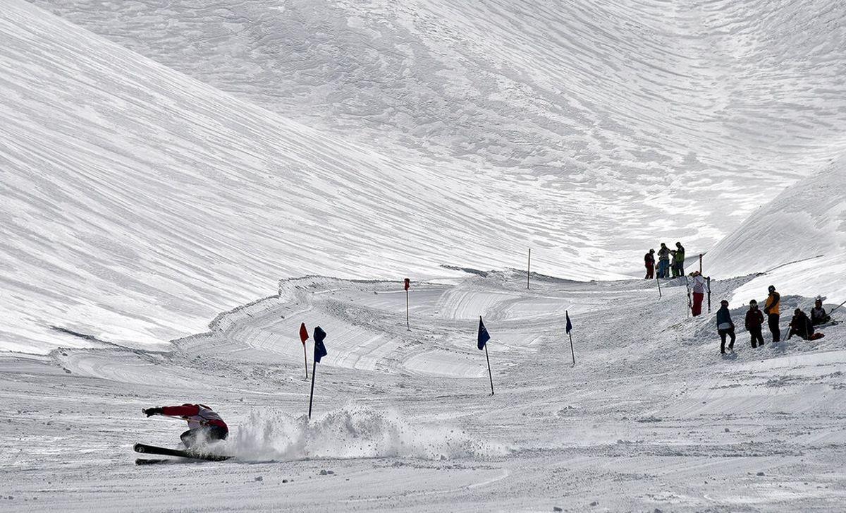 نخستین زن اسکی باز ایران در مانش دوم رقابتهای قهرمانی