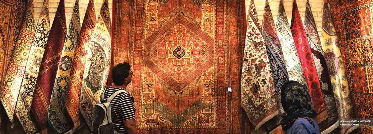 دهها تخته فرش دست بافت قاچاق کشف شد