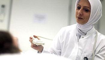 سالانه ۱۰۰۰ پرستار از ایران میروند