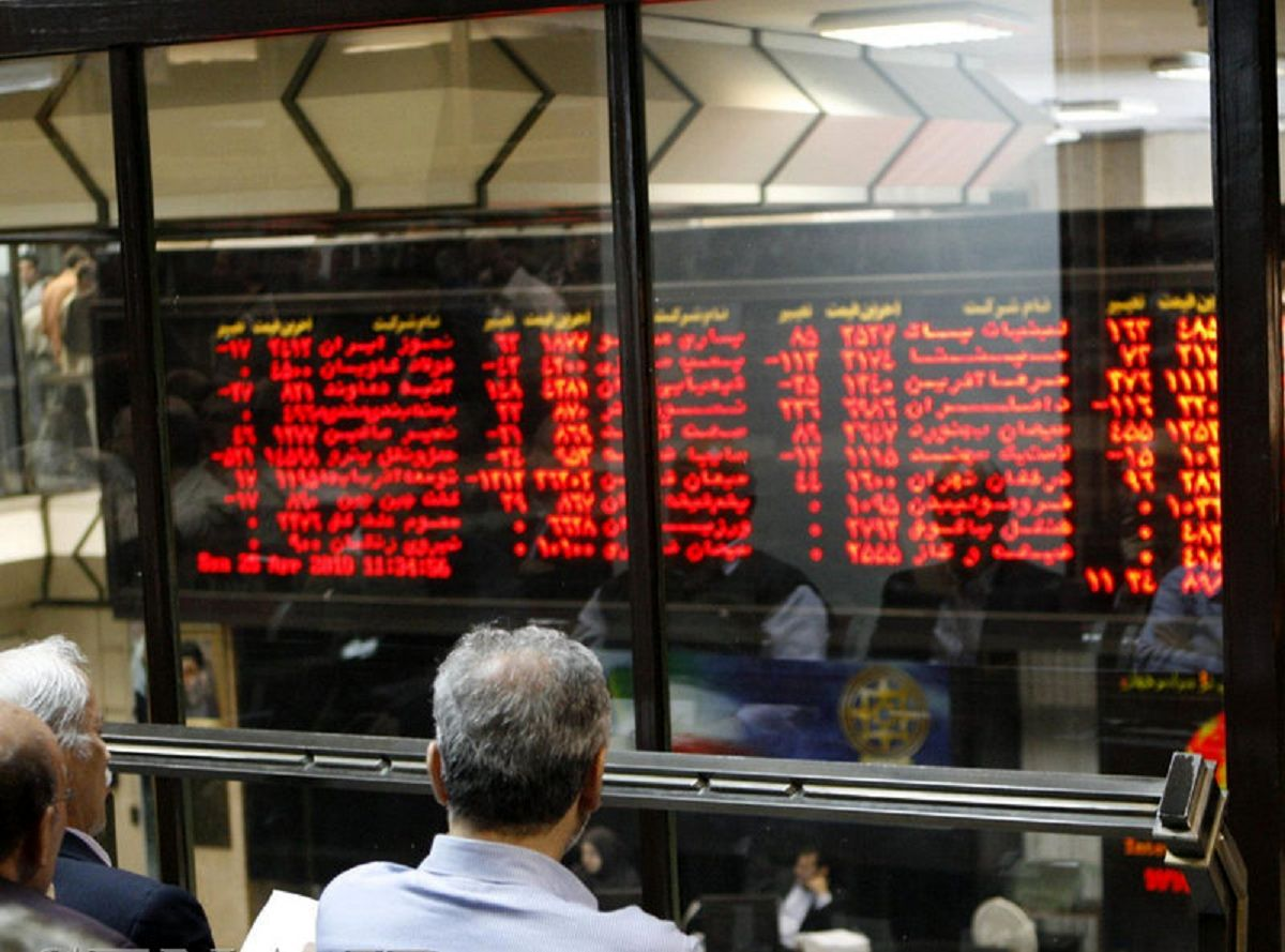 لغو ممنوعیت سرمایهگذاری بانکها در بورس، غیرقانونی است