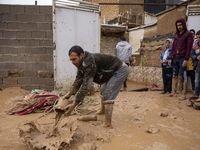 امداد رسانی پس از سیلاب شیراز +عکس