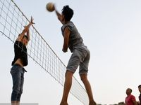 والیبال در زمینهای خاکی +عکس