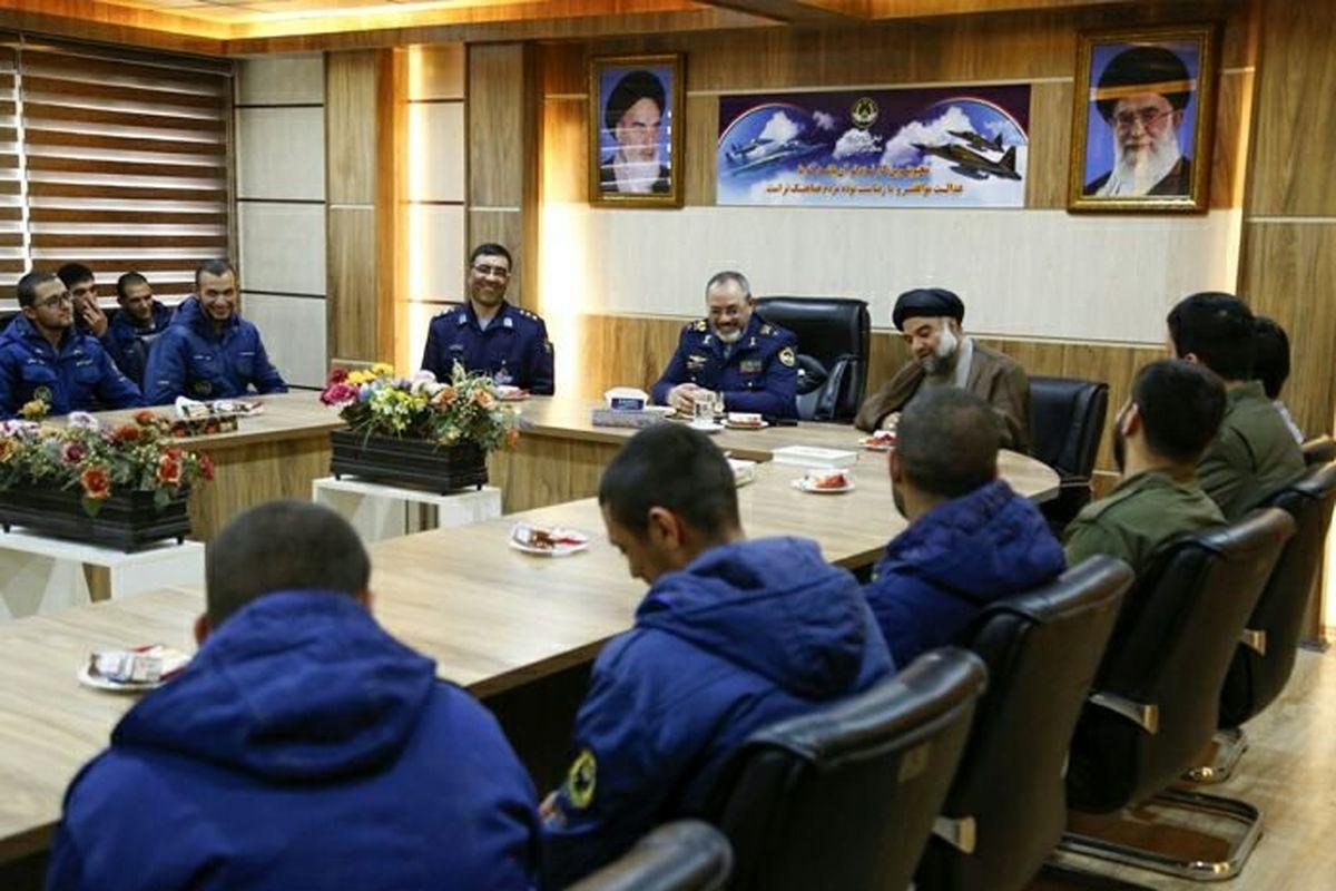 دیدار فرمانده نیروی هوایی با سربازان اهل سنت +عکس