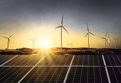 تجدیدپذیرها، پُربازدهترین سرمایهگذاری در حوزه انرژی/تا2035 برق در کانون توجه خواهد بود