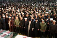 اشکهای رهبرانقلاب در هنگام اقامه نماز +عکس