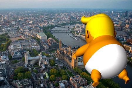 پرواز بادکنک 6 متری ترامپ بر فراز لندن +عکس