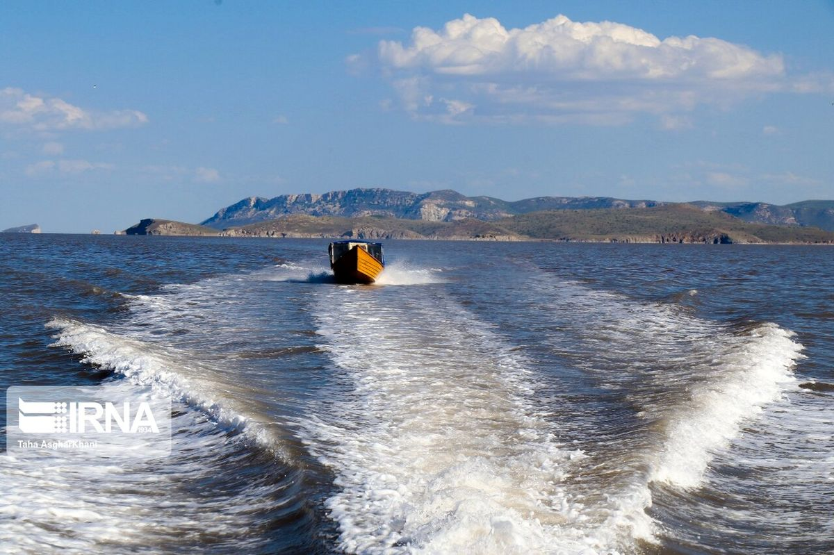 معاونان رییس جمهوری از دریاچه ارومیه بازدید کردند