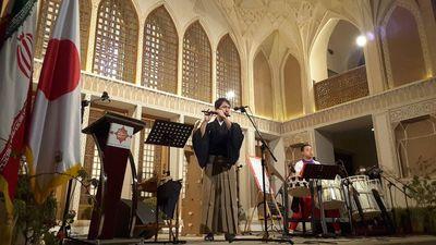 مراسم روز فرهنگی ژاپن در هتل عامریهای کاشان برگزار شد نوای ای ایران با سازهای سنتی ژاپن