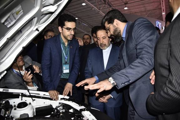 بازدید رئیسدفتر رئیسجمهور از غرفه گروه خودروسازی سایپا