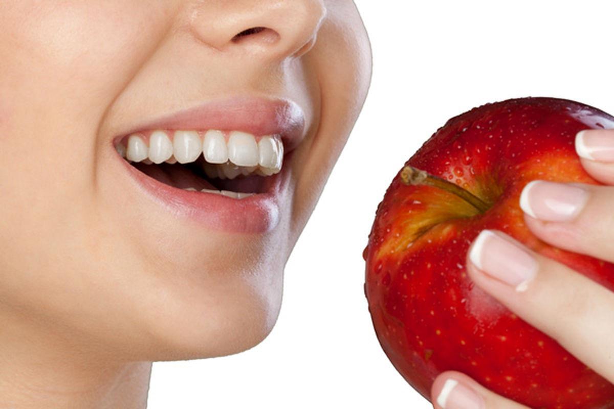 این خوراکی ها نقش مسواک را برای دندان هایتان دارند!