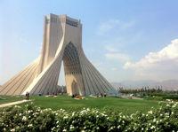 برج آزادی سفیدپوش شد