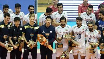 اهدای جام قهرمانی آسیا به والیبال ایران +تصاویر