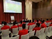 تصویری از کلاس آنالیز کیروش برای بازیکنان