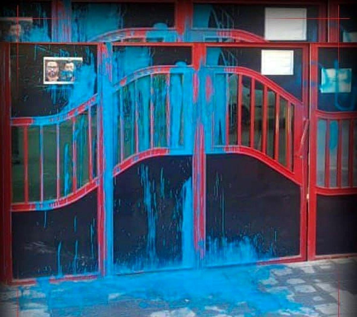 حمله با رنگ آبی به باشگاه پرسپولیس!