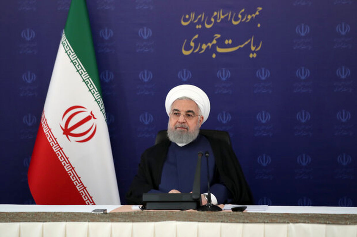 روحانی: دولت با همه توان کنار کادر درمان است