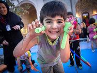 برای کودکان 9 تا 12 ماهه چه بازیها و سرگرمیهایی مناسب است؟