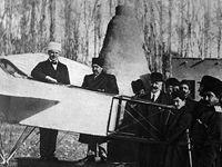 اولین هواپیما چند سال پس از اختراع وارد ایران شد؟