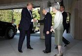 ترامپ به امپراتور ژاپن تعظیم نکرد +عکس