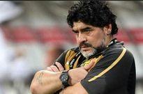 اقدام مشکوک مارادونا در فوتبال زنده!